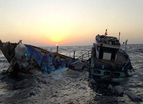 غرق شدن لنج باری در جهت دبی-گناوه، 6 خدمه نجات یافتند